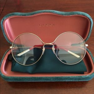 Round Gold Framed Gucci Sunglasses